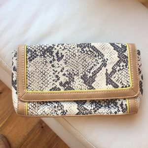 LOFT 💛Clutch Never Used, Perfect Size